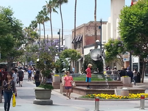 Celebrating its 25th anniversary this year, the Third Street Promenade is the city's pedestrian-only dining, entertainment, shopping, arts and culture district.
