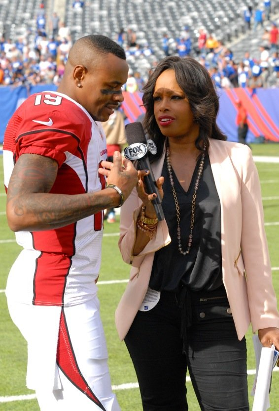 Pam Oliver is on the post-game case with Cardinals quarterback Drew Stanton. (Bill Moore Pam Oliver photos)