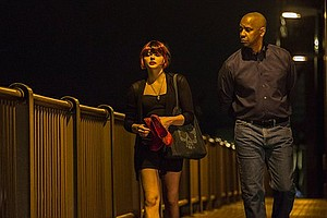 Teri (Chloë Grace Moretz) being walked home by Robert McCall (Denzel Washington).