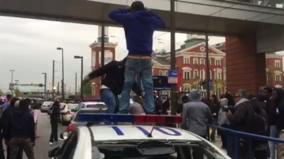 Video shows demonstrators upset with the Baltimore police's handling of the arrest of Freddie Gray damage a number of police ...