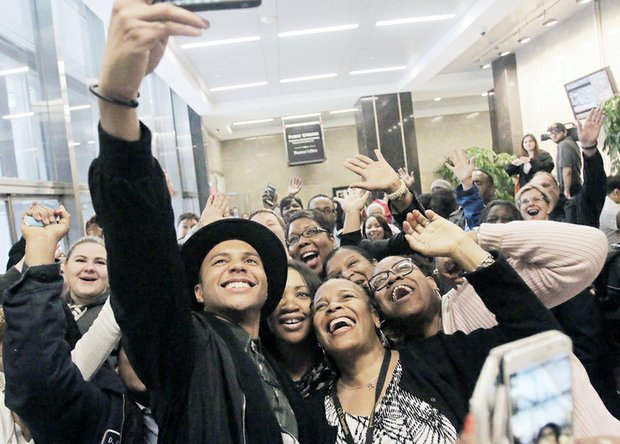 """American Idol"" finalist Rayvon Owen of Henrico takes a selfie with jubilant fans at Richmond City Hall before performing before a crowd at the James Center in Downtown last Friday."