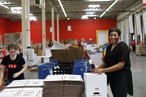 Yuneisia Harris of TLC's CURVY BRIDES(r.) worked alongside TLC employees at the food bank on Tuesday, June 23.