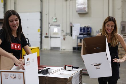 Katherine Kallinis Berman of DC CUPCAKES(r) volunteers alongside a TLC employee at the Maryland Food Bank.