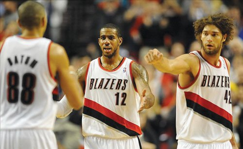 LaMarcus Aldridge announced Saturday that he will sign with San Antonio in a move that will align him with Tim ...
