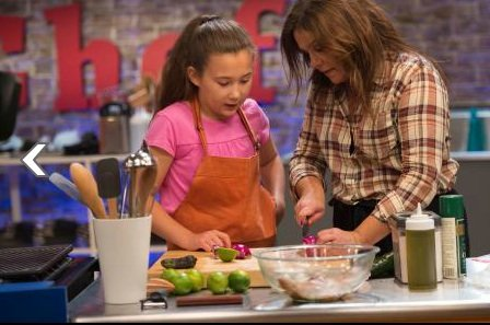 Food Network icon and best-selling cookbook author Rachael Ray hosts this six-episode series where the challenges are big and the ...