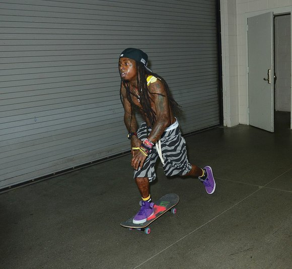Lil Wayne was quick to give Justin Bieber props for his skateboarding skills.