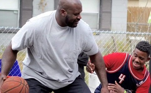 NBA legend Shaquille O'Neal surprised a group of Florida teens.