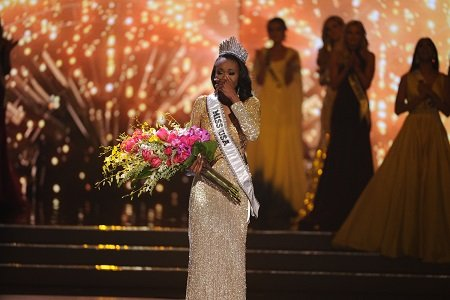 An Army Reserve officer and I.T. analyst from the District of Columbia has been crowned Miss U.S.A. 2016 after mounting ...