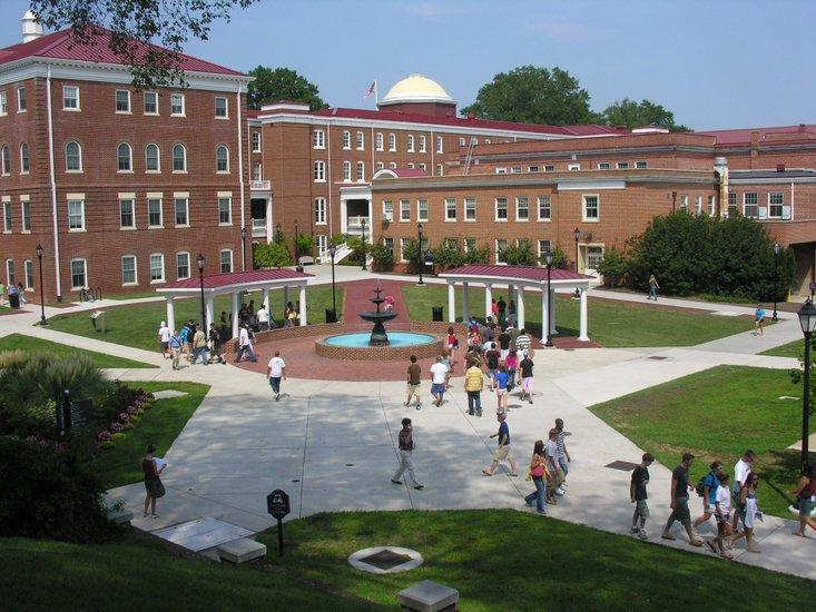 College_campus_t750x550.jpg (733×550)