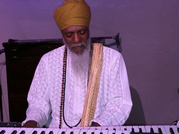 Dr. Lonnie Smith, the ever swinging organist and composer, brings his Hammond B-3 to the Jazz Standard (116 E. 27 ...
