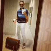 Irvin Randle known as #MrStealYourGrandma taking a selfie.
