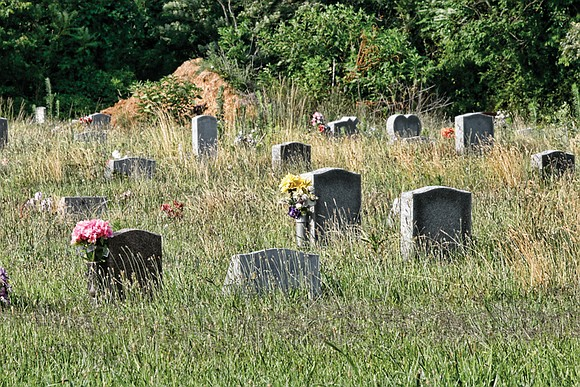 Volunteers once again are being recruited to continue the cleanup of historic but overgrown Evergreen Cemetery on the border between ...