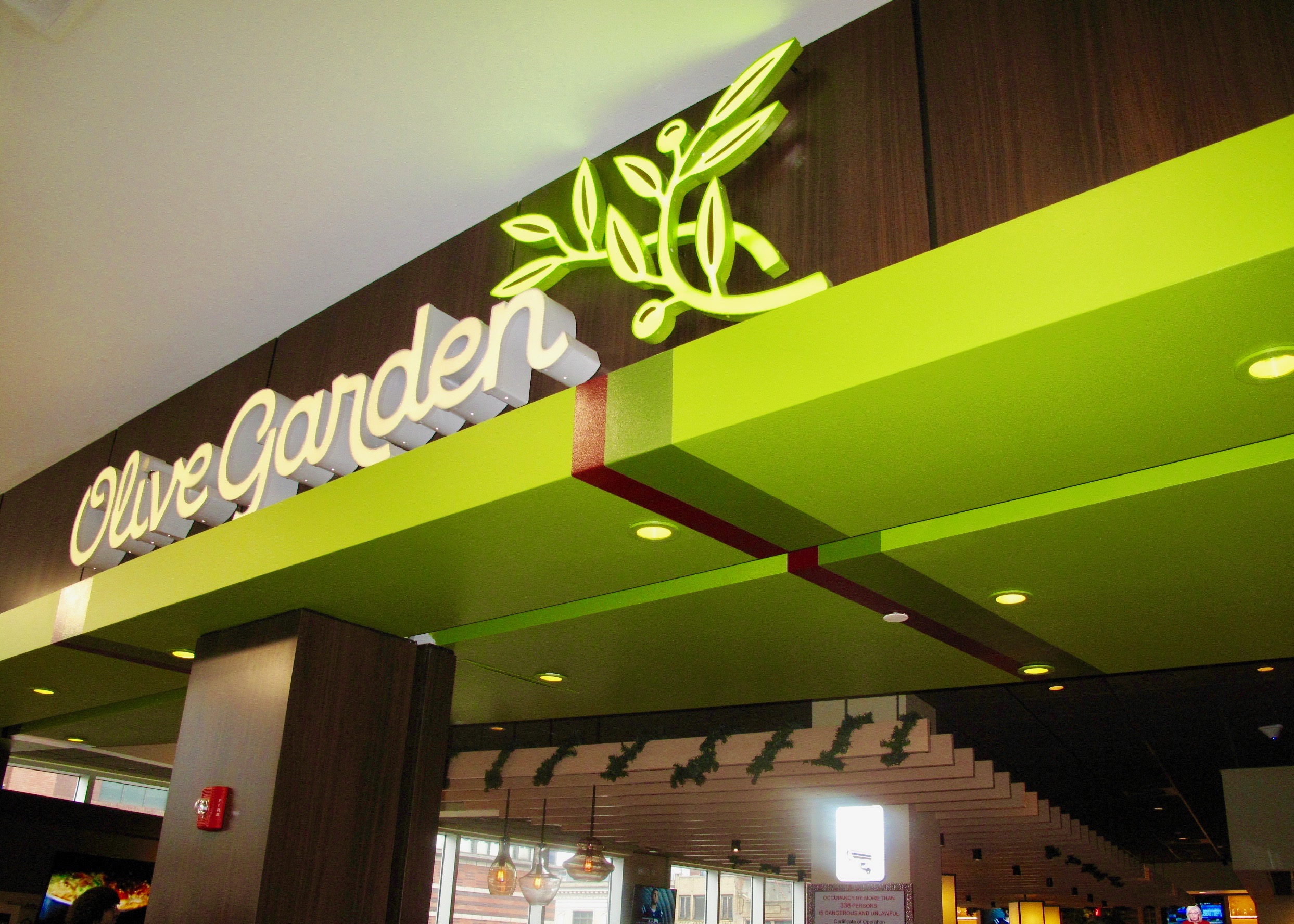 Breadsticks For Everyone Olive Garden Opens In Harlem New York