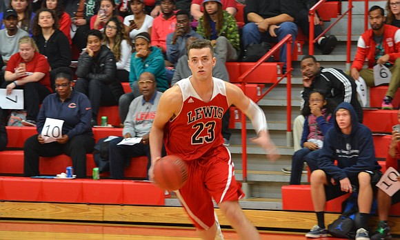 Lewis men's volleyball and men's basketball both collect wins over the weekend.