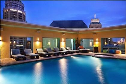 poolside at Hotel Contessa/credit Hotel Contessa