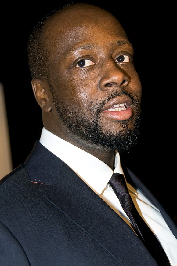 Sheriff's deputies in Los Angeles handcuffed rapper Wyclef Jean after mistaking him for a robbery suspect.