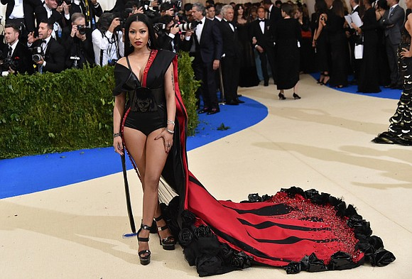 Award-winning rapper Nicki Minaj has offered to pay college tuition fees and student loans for several of her fans.