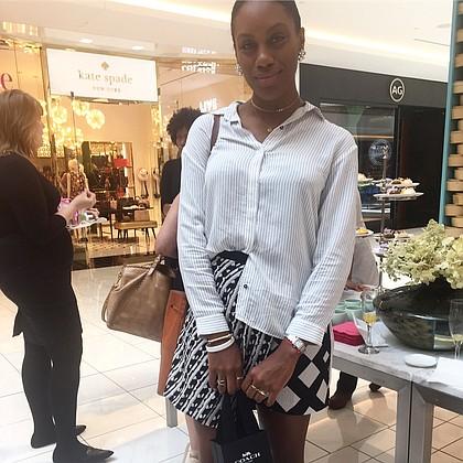 Kara Smith Houston fashion Blogger strikes a pose