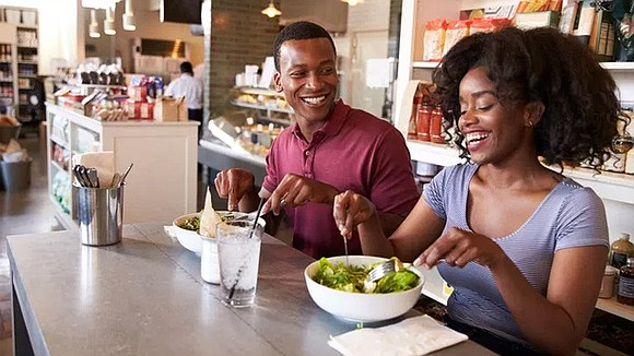 Here are six more restaurant tips for making healthy choices while eating out.