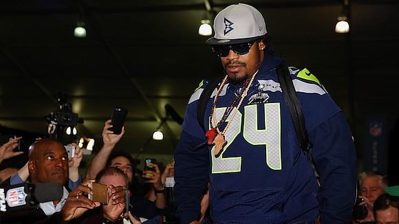 President Donald Trump took to Twitter to criticize Oakland Raiders running back Marshawn Lynch early Monday morning. After photographs surfaced ...