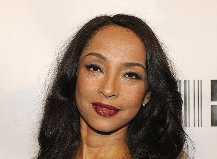 Sade Adus Best Style Moments- Essence