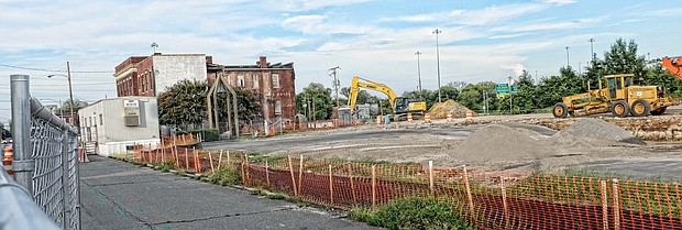 Heavy machinery digs up the ground in Jackson Ward to prepare for construction of a 154-unit apartment complex.(Sandra Sellars/Richmond Free Press)