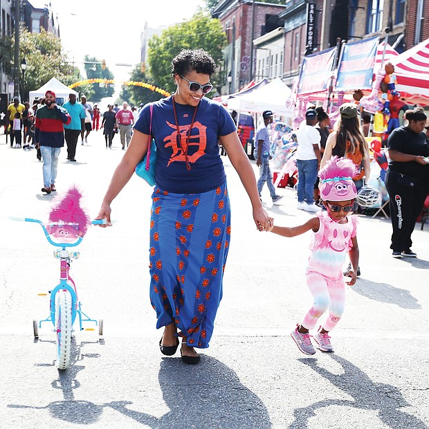 Jessica Couser and her daughter, Riley, 4, enjoy the music and the art along with families and people of all ages at the 2nd Street Festival. (Regina H. Boone/Richmond Free Press)