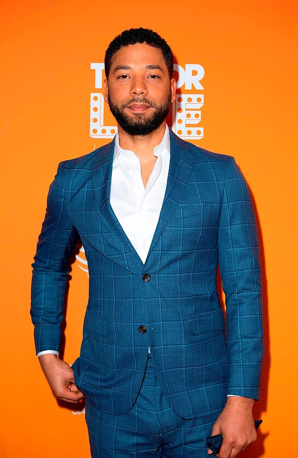 Actor and musician Jussie Smollett performed at his first show since his reported attack last week, tearfully telling fans at ...