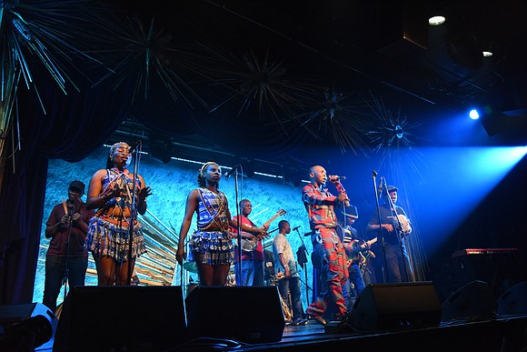 Looking like, sounding like, and inspiring like his legendary Afrobeat 'baba,' Fela Kuti, youngest son Seun Kuti performed like the ...