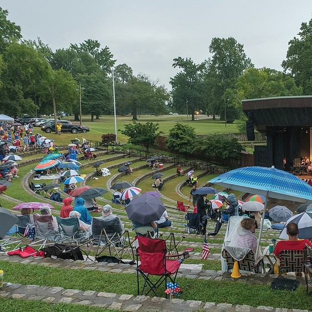 Fourth of July fans Rain couldn't dampen the Fourth of July holiday spirit of spectators who donned rain gear and huddled under umbrellas to hear the Richmond Concert Band perform at Richmond's Dogwood Dell. The annual performance ushered in a fireworks show despite stormy weather last Thursday that canceled other area events.(photo by Ava Reaves)