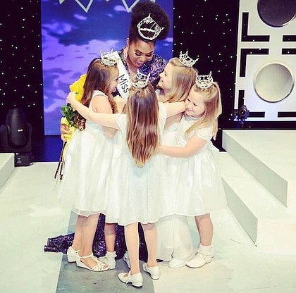 Miss Texas 2019 Chandler Foreman with the little princesses/photo by BluDoor Studios