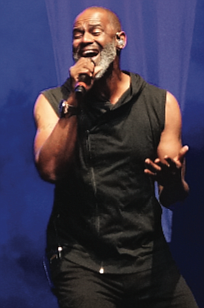 Vocalist Brian McKnight wows the crowd with his range on Saturday night. (photo by Randy Singleton)