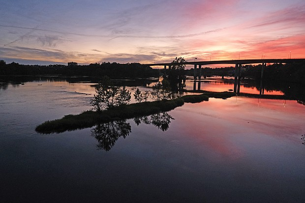 Sunset over the James River Downtown (Sandra Sellars/Richmond Free Press)