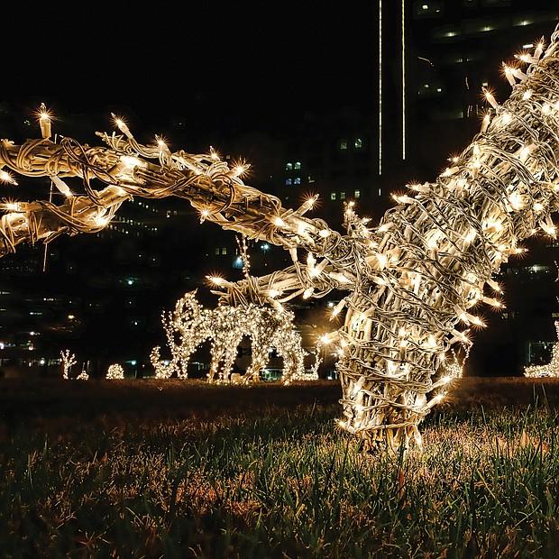 Holiday reindeer at James Center Downtown (Sandra Sellars/Richmond Free Press)