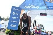 Former New York Giants running back Tiki Barber completed the Walt Disney World Marathon
