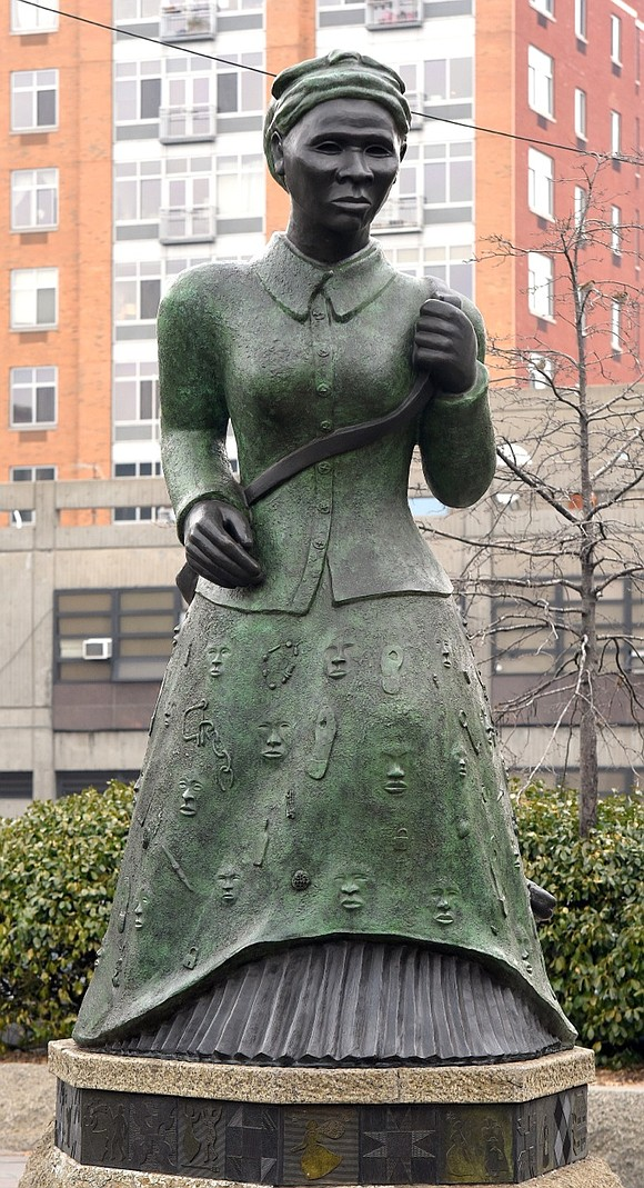 In commemoration of her 198th bornday (March 18, 1822), the 107th anniversary of becoming an ancestor (March 10, 1913), as ...