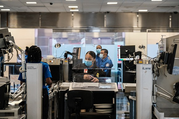 Traffic at airport security checkpoints reached a new high this weekend, crossing 800,000 for the first time since the coronavirus ...