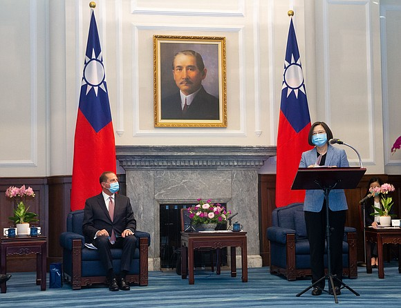 Alex Azar, the United States Health and Human Services secretary, met with Taiwanese President Tsai Ing-wen Monday, the highest-level meeting ...