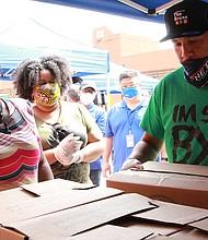 Bronx BP Ruben Diaz distributing PPE to residents