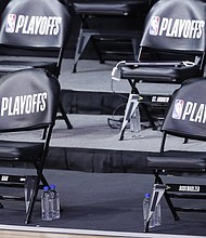 The Milwaukee Bucks bench sits empty at game time of Game 5 of an NBA basketball first-round playoff series, Wednesday, Aug. 26, 2020, in Lake Buena Vista, Fla. (AP photo)