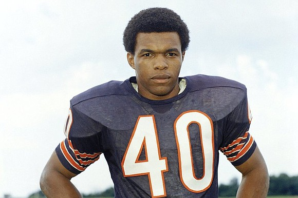 Hall of Famer Gale Sayers, who made his mark as one of the NFL's best all-purpose running backs, has died. ...