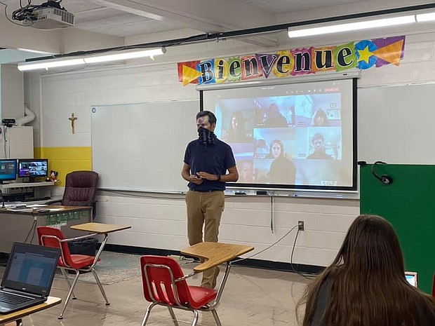 - In addition, teachers can show the students on their screens, in order to allow students to engage in a classroom setting.