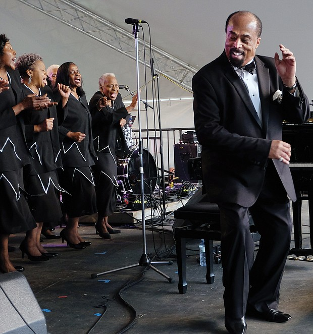 Larry Bland and members of The Volunteer Choir perform one of their last concerts together at the 2018 Richmond Folk Festival.