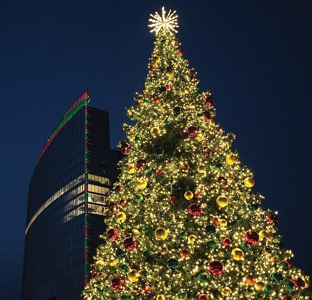 Holiday lights at Kanawha Plaza