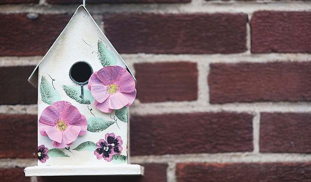 Birdhouse awaits on North Side
