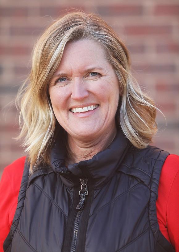 A casual soup kitchen conversation led 50-year-old Robin Watson Telfian to start a non-profit .