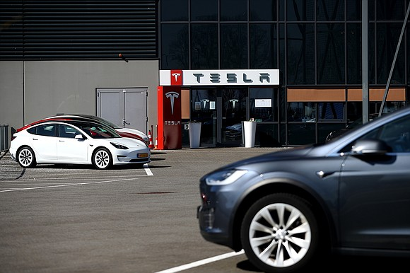No Model S or Model X cars on the Tesla assembly line is apparently no problem for investors.