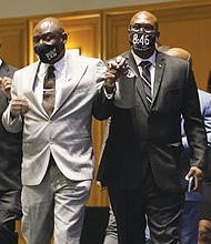 Floyd family attorney Ben Crump (center) joins George Floyd's brothers Philonise (right) and Rodney (left) before the start of the murder trial against former police officer Derick Chauvin to announce a $27 million civil lawsuit settlement between the Floyd family and the City of Minneapolis.  (AP photo)