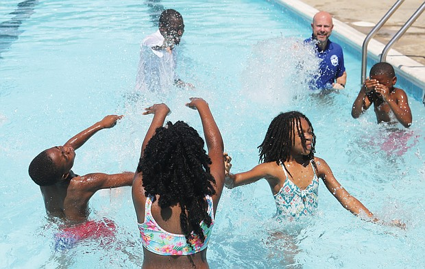 Making a splash/With the temperature reaching 95 degrees by noon on July 1, Mayor Levar M. Stoney and Chris Frelke, director of the city's Department of Parks, Recreation and Community Facilities, wrapped up a news conference a Hotchkiss Field Community Center in North Side by jumping in the pool - clothes, shoes, socks and all. Their actions tickled youngsters and the scene broke into a splash party.