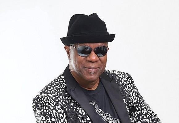 "Dennis ""Dee Tee"" Thomas, a founding member of the long-running, Grammy Award-winning soul-funk band Kool & the Gang, has died. ..."